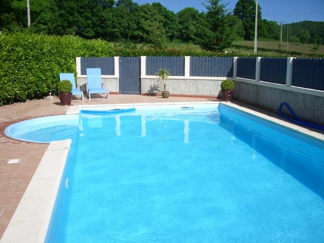 Chez tullat vakantieboerderij met zwembad in de auvergne frankrijk - Fotos van het zwembad ...